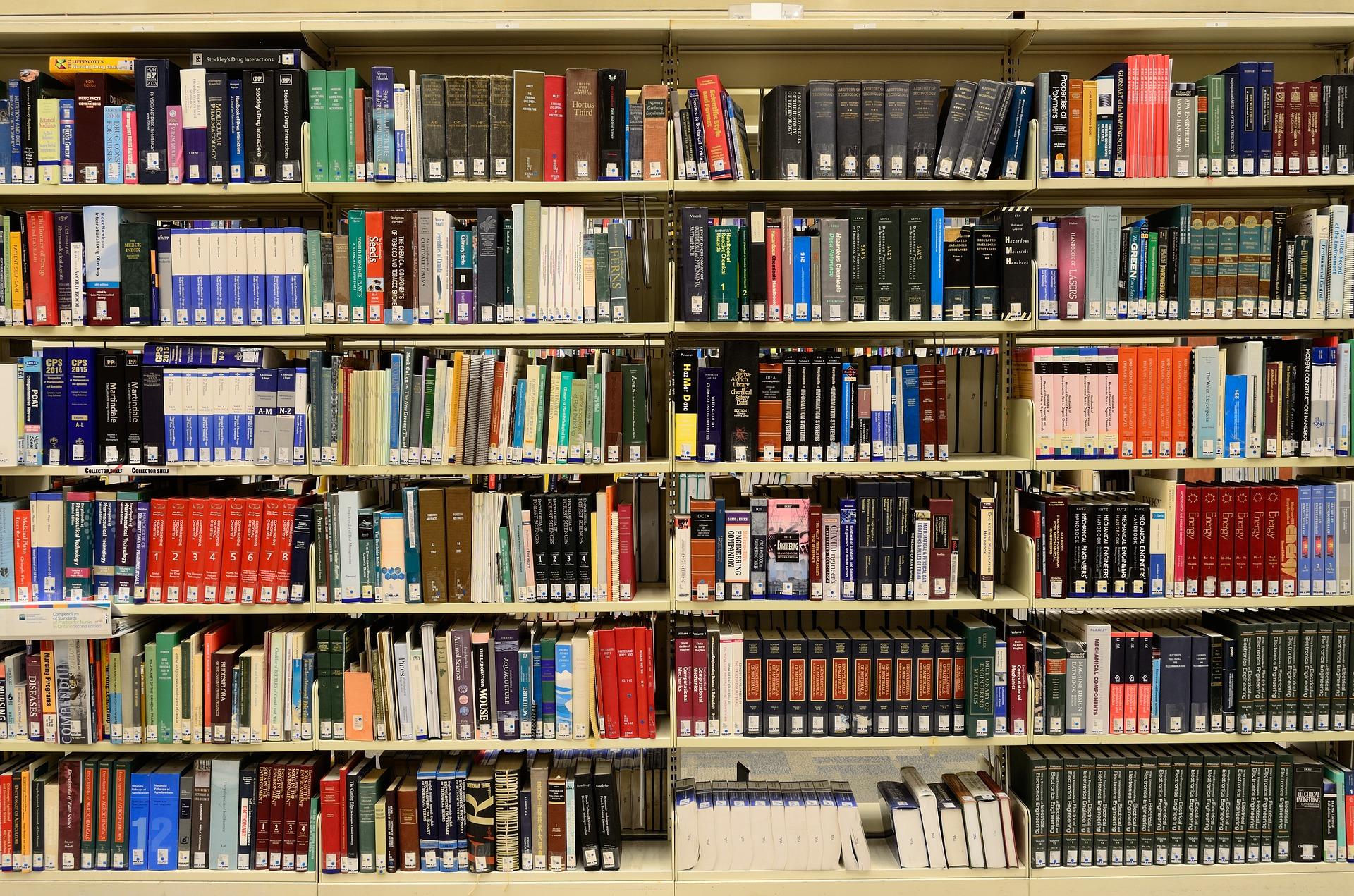 「みんな本を読めって言うけど、そんなに必要ですか?」が、物議に。真夜中の独り言 #44